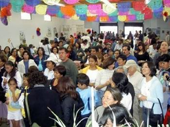 A crowd gathers to celebrate the third anniversary of Chapingo's local organic market in November, 2006. The celebration included food, drink, music, dance, and the raffling of baskets filled with organic goods