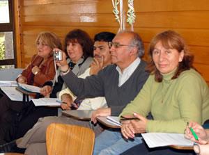 dipomado con docentes en Chile