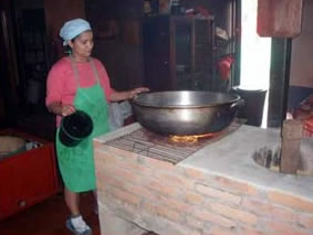 Cocina con cascarilla de caf vinculando for Fogones rusticos en ladrillo