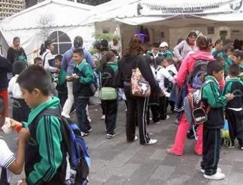 Los productores y promotores del Tianguis Orgánico Chapingo atienden a 5,000 joven durante la semana de Ciencia y Tecnología, 26 al 30.10.2009