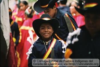 Niño indigena con vestimenta típica; Querétaro