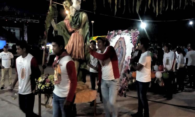 Grupo de peregrinos guadalupanos entrando a la iglesia. Escobar Orantes, I. A. (2018)